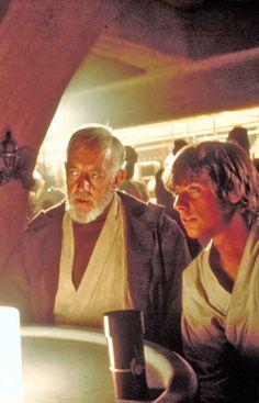 Obi-Wan (Ben) Kenobi and Luke Skywalker - Star Wars Star Wars Episode 4, Episode Iv, Stargate, Star Wars Art, Star Trek, Saga, Alec Guinness, Mark Hamill, Love Stars