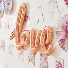 Show your love this Valentines.Rose gold script 'Love' foil balloon banner, perfect party decoration for your glitzy engagement party, wedding, Valentine's Day surprise or special event. Ballons Brilliantes, Love Ballons, Rose Gold Balloons, Letter Balloons, Wedding Balloons, Garland Wedding, Foil Balloons, Heart Balloons, Ballon Banner