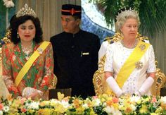 There's a WHOLE lot of diamonds going on here!!  Queen Elizabeth is very decked out with a crown, earrings, broaches and bracelets.  But LOOK at what the Queen of Bunei is wearing! I don't think anyone has worn so many diamonds.. The CROWN has yellow, pink and white diamonds!  Would really like to see that up close!