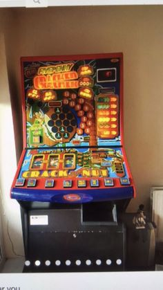 FIVEPENNY CRACKER (AKA Crack the Nut) fruit machine Pinball, Arcade Games, Crackers, Fruit, Classic, Derby, Pretzels, Classic Books, Biscuit