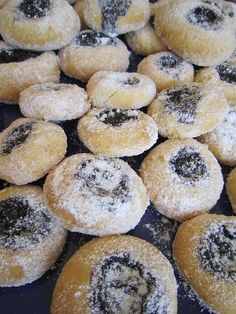 Kejlovic koláčky by louise Kinds Of Cookies, Looks Yummy, Dessert Recipes, Desserts, Biscuits, Muffin, Food And Drink, Bread, Cooking