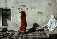 INDIA. Rajasthan. Pushkar. Drying robes. 1976 © Harry Gruyaert/Magnum Photos