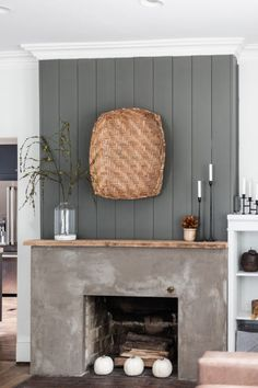 Modern Rustic Minimalist Fall Mantel Styling - Cherished Bliss This Minimalist Fall Mantel is the perfect blend of Modern and Rustic Styles to give you a cozy, yet easy to attain look as we make the transition to Fall. Modern Rustic Decor, Modern Rustic Homes, Modern Rustic Interiors, Mantel Styling, Farmhouse Mantel, Rustic Mantel, Rustic Fireplaces, Rustic Wood, Home Modern
