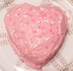 Come to my house and I'll make you a mediocre cake! Cute Food, Good Food, Yummy Food, Pretty Cakes, Cute Cakes, Think Food, Cute Desserts, Aesthetic Food, Aesthetic Girl