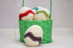 Check out these simple chevron striped Easter Eggs by Repeat Crafter Me. Great for an egg hunt around the house or hallway decoration. @ Repeat Crafter Me Crochet Crafts, Crochet Toys, Crochet Projects, Knitting Projects, Crochet Ideas, Diy Crafts, Repeat Crafter Me, Chevron Crochet Patterns, Knitting Patterns