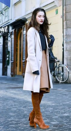 17caf4aa5 Fashion Blogger Veronika Lipar of Brunette from Wall Street sharing how to  wear pencil skirt in