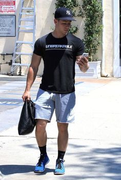 "jobrosnews: ""July Nick Jonas spotted out in Los Angeles, California. Nick Jonas, Pop Fashion, Mens Fashion, Oufits Casual, Jonas Brothers, Sexy Men, Sexy Guys, Hot Guys, Moda Masculina"