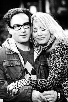 Johnny Galecki and Kelly Cuoco of The Big Bang Theory Big Bang Theory, Leonard And Penny, Amy Farrah Fowler, Johnny Galecki, Mayim Bialik, Jim Parsons, Kaley Cuoco, Por Tv, Bigbang