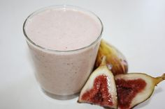 Fig Almond Date SmoothieIngredients: fresh figs (dried can also be used) 1 ml. almond milk (or coconut milk) 1 handful of ice 2 tbsp. (about 15 – almonds 1 tsp. honey 1 date Date Smoothie, Juice Smoothie, Smoothie Drinks, Healthy Juices, Healthy Smoothies, Healthy Drinks, Fig Recipes, Passover Recipes