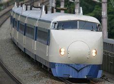 平成20年にデビュー当時の塗装を施されてJR山陽新幹線を運行する0系新幹線