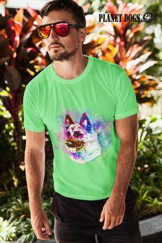 Du bist genauso verspielt wie dein Schäferhund?  Dann ist dieses T-Shirt perfekt für dich! Mit diesem gut gelaunten Hund als Motiv ist dir Aufmerksamkeit sicher. Und andere Schäferhundfans erkennen dich sofort als neuen Spielkameraden. Auch wir lieben diese treue Hunderasse und haben dieses Shirt mit viel Liebe für dich und deine Freunde designed. Gift For Music Lover, Music Gifts, Music Lovers, Band Shirts, Tee Shirts, Geile T-shirts, Music Humor, Funny Music, Be Natural