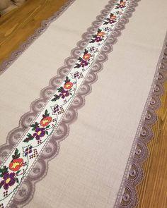 """Instagram'da Patishka Home Ev Tekstil: """"Allah'ım! Pencerelerimizi güzelliklere, Gönlümüzü iyiliklere, Nasibimizi hayırlara aç... Yeni Günün, Yeni Haftanın, Hayrını, Huzurunu…"""" Home Room Design, Bargello, Deco Table, Christmas Nails, Duvet Cover Sets, Table Runners, Needlework, Embroidery Designs, Bohemian Rug"""