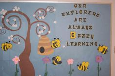 - Spring Bulletin Board Idea Checkout this great post on Bulletin Board Ideas!Checkout this great post on Bulletin Board Ideas! Bee Bulletin Boards, Spring Bulletin Boards, Preschool Bulletin Boards, Bulletin Board Display, Bullentin Boards, Display Boards, Display Ideas, Classroom Displays, Classroom Themes