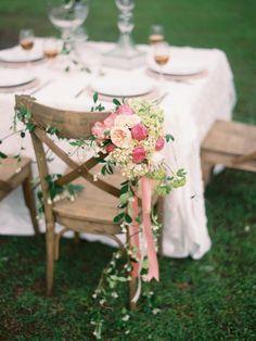 35 de Exemple pentru decorul scaunelor de nuntă | http://nuntaingradina.ro/35-de-exemple-pentru-decorat-scaune-de-nunta/