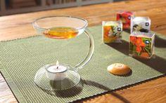 """Die LEONARDO Duftlampe """"Aroma"""" ist nicht nur eine ideale Geschenkidee, sondern auch für Sie selbst ein echter Traum. Mit einem herkömmlichen Teelicht schafft die obere Glasschale - entsprechend mit der passenden Duftlinse bestückt - ein wunderbares Aroma in Ihrer Wohnung. Lassen Sie sich von dieser Duftlampe verzaubern!"""
