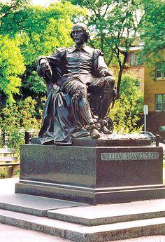 statue of William Shakespeare in Chicago's Lincoln Park