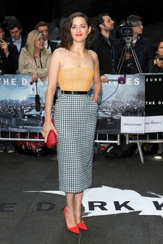 Knight Light  Plenty of celebrities turned out to the U.K. premiere of The Dark Knight Rises, but none shone brighter than Marion Cotillard. The French Oscar-winner wowed onlookers as she made her way down the red carpet looking absolutely effervescent.