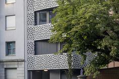 Wohnhaus, Burgfelderstrasse, Basel Brüstungen gelocht; Architektur: Architektur Staehelin, Gisin + Partner AG, Basel Felder, Basel, Partner, Garage Doors, Outdoor Structures, Outdoor Decor, Home Decor, Architecture, Homes