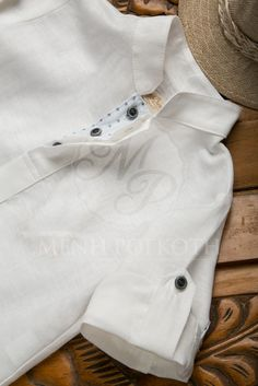 363179f4962 Βαπτιστικά ρούχα για αγόρι της Stova Bambini σετ μπλουζοπουκάμισο λευκό με  μπλε ρουα παντελόνι