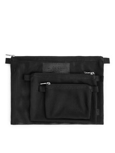 Explore the travel collection at ARKET. Choose from luggage, packable bags and travel accessories. Travel Items, Travel Organization, Green Bag, Khaki Green, Mesh Fabric, Travel Accessories, Shopping Bag, Organisers, Black Bags