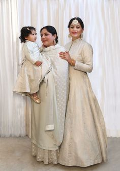 Super party makeup looks birthday ideas Bridal Outfits, Bridal Dresses, Bridesmaid Dresses, Ethnic Outfits, Indian Outfits, Designer Punjabi Suits Patiala, Mother Daughter Pictures, Party Makeup Looks, Wedding Couple Poses Photography
