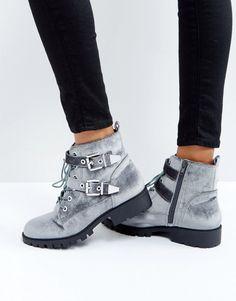London Rebel - Bikerstiefel mit Metallbesatz und Schnalle - Grau Jetzt bestellen unter: https://mode.ladendirekt.de/damen/schuhe/boots/sonstige-boots/?uid=3528f931-bdc0-591e-8edc-cf5380ea9162&utm_source=pinterest&utm_medium=pin&utm_campaign=boards #sale #ankleboots #boots #sonstigeboots #schuhe #female