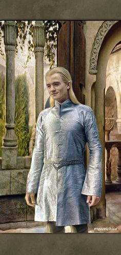 Legolas in his formal tunic. << Crazy thing? I think he wore this same tunic throughout the entire trilogy under his jerkin and wrist-guards.