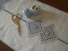 il ricamo centrale | Flickr - Photo Sharing! il ricamo centrale  perlè 8 n. 3325 e 415, Lino 11 fili