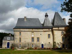 Château de Mavaleix►►http://www.frenchchateau.net/chateaux-of-aquitaine/chateau-de-mavaleix.html?i=p