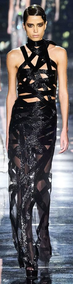 Fall 2020 RTW Tom Ford Couture Fashion, Fashion Show, Fashion Design, Fashion Trends, Women's Fashion, Tom Ford, Ford 2020, All Black Party, Glamour