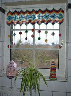 Atelier Marie-Lucienne: How-to Granny Square Curtain / Anleitung Granny Sq. - Crochet and Knitting Patterns : Atelier Marie-Lucienne: How-to Granny Square Curtain / Anleitung Granny Sq… Crochet Curtain Pattern, Crochet Curtains, Curtain Patterns, Curtain Ideas, Granny Square Häkelanleitung, Granny Square Crochet Pattern, Crochet Granny, Granny Squares, Crochet Squares