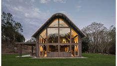 An American Barn Meets Australian Shed In Queensland. Australian Sheds, Australian Homes, Architecture Awards, Architecture Design, Residential Architecture, American Barn, Shed Homes, Cabin Homes, Tiny Homes