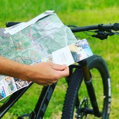 Für einen tollen Rad Ausflug in den Alpen brauchst du ein wenig Orientierung. Gerade beim Erkunden neuer Trails und Wege. Viele Tourismusregionen in Österreich setzen auf Faltkarten im s-format. Diese sind super zu Verstauen und können den ganzen Urlaub über nachhaltig verwendet werden. Sport, Tourism, Explore, Alps, Products, Vacation, Tutorials, Deporte, Sports
