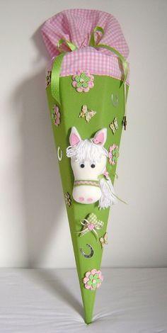 Schultüte*PONY*Pferd*grün*Zuckertüte*Schulanfang von Leas-Kinderwelt auf DaWanda.com