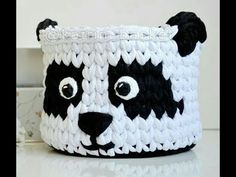 Crochet trapillo baskets with animal designs: owls, bunnies, . Crochet Case, Crochet Bowl, Crochet Basket Pattern, Crochet Stitches Patterns, Crochet Patterns For Beginners, Crochet Purses, Crochet Gifts, Easy Crochet, Crochet Baskets