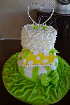 Green and Yellow baby shower cake but grey instead of green and sunflower not daisy