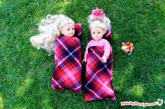 Make a camping set for your American Girl doll! Sleeping bag, pillow, hot chocolate, and more for your 18-inch doll!