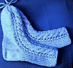 PAPPILAN ELÄMÄÄ: Kerttu-sukat taas ohjeineen Wool Socks, Knitting Socks, Slipper Boots, Boot Cuffs, Leg Warmers, Handicraft, Mittens, Crocheting, Slippers