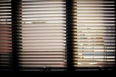 4 Creative and Modern Tricks: Recessed Roller Blinds shutter blinds how to build.Blinds For Windows Plantation grey bedroom blinds.Blinds For Windows Ideas. Blinds Home Depot, Patio Blinds, Outdoor Blinds, Diy Blinds, Bamboo Blinds, Fabric Blinds, Wood Blinds, Curtains With Blinds, Office Blinds