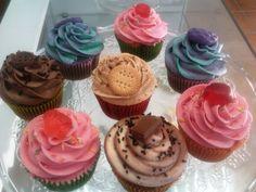 Más cupcakes de sabores como fresa, chocolate, vainilla, violeta o canela!!!! Que la fiesta del #cupcake no pare!!!!! :P
