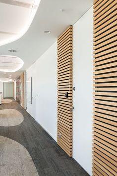 DORSIS dveře a skrytá zárubeň - NOTINO firemní prostory Divider, Room, Furniture, Design, Home Decor, Home Furnishings, Interior Design, Home Interiors, Decoration Home