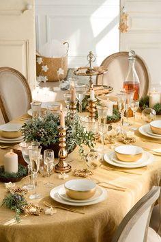 6091eba7fc8 Mesa vestida de  navidad en tonos dorados  elmueble  mesas  oro  decoración