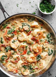 Creamy Garlic Butter Tuscan Shrimp Creamy Garlic Butter Tuscan Shrimp coated in a light and creamy sauce filled with garlic, sun dried tomatoes and spinach! Packed with incredible flavours! Keto Shrimp Recipes, Fish Recipes, Chicken Recipes, Shrimp And Spinach Recipes, Cabbage Recipes, Salmon Recipes, Ways To Cook Shrimp, Cafe Delites, Baked Shrimp