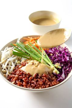 Thai Style Buddha Bowl with Peanut Sauce - this healthy recipe with red rice with a rainbow of veggies is gluten free, vegan and clean eating.(Spinach Recipes Whole Clean Eating Vegetarian, Healthy Eating Habits, Clean Eating Recipes, Vegetarian Recipes, Cooking Recipes, Healthy Recipes, Vegetarian Salad, Healthy Breakfasts, Thai Recipes