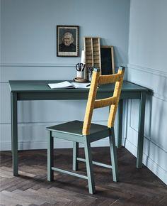 Petroltöne liegen voll im Trend. Hier haben wir einen IVAR Stuhl mit zuerst gestrichen und dann den oberen Teil mit einer dicken Baumwollschnur umwickelt. Wenn du den dazugehörigen Tisch in der gleichen Farbe streichst verleiht es deinem Zuhause einen einheitlichen Look.