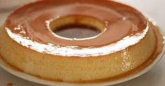 Το «παιδικό γλυκό» μεταμορφώνεται σε οικογενειακή απόλαυση, με την προσθήκη λίγου ουίσκι στην καραμέλα και κρέμας γάλακτος στο μείγμα της κρέμας, για πιο πλούσια γεύση.