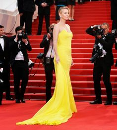 What's the 411?: Cannes 2015: Best Looks From The Red Carpet - Charlize Theron in Christian Dior | The Zoe Report