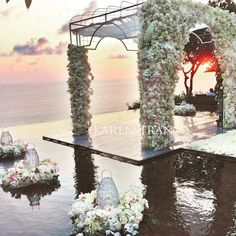 Cant even find the words to describe this setting. The amazing and insanely talented Karen Tran Events conducted a workshop at the Bulgari Hotel recently and this was the result. Jaw dropping location and an amazing talent made for a beautiful day and this amazing shot. #karentran #balibulgariresort #thebaliweddingguide #bwg #tbwg #balibride #balibridetobe #balilove #baliwedding #baliweddings #destinationbride #flowerwall #dreamweddingbali #fairytale