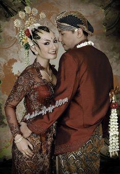 Best ideas for wedding photography poses ceremony beautiful Javanese Wedding, Indonesian Wedding, Wedding Couple Poses, Wedding Couples, Bride Groom Poses, Foto Wedding, Wedding Costumes, Wedding Photography Poses, Wedding Photoshoot