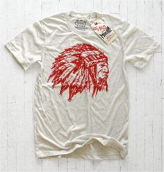 Little Mountain – Great Plains (2014) Le plus américain des labels US – Little Mountain Print Shoppe – a récemment complété son rayon « Great Plains » avec 6 nouvelles créations de toute beauté. Toujours à base de dessins et de typos « handmade », LMPS nous plonge au coeur de l'Amérique, celles des grandes plaines, des indiens et des cow-boys... http://www.grafitee.fr/tee-shirt/little-mountain-great-plains/ #LittleMountain #Tshirts #USA #trends #vintage #fashion #handmade